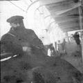הרצל על סיפון האנייה כנראה תצלום ממסעו ב-1898 בתוך אלבום מסע של אדולף פרידמן לאר-PHAL-1619975.png