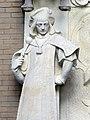 116 Hospital de Sant Pau, edifici d'Administració, sala d'actes, macer vora el relleu de Sant Jordi.JPG