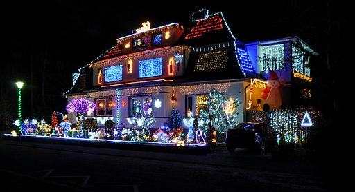 Source: Achim Raschka, via Wikimedia Commons. - LED Christmas Lights Can Save You And Your Utility Big Time -- The