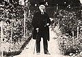 1895 circa, der Fotograf Ferdinand Tellgmann im Garten, eichsfeld-archiv.de, 700px.jpg
