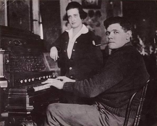1915 Babe Ruth and Helen Woodford (cropped)