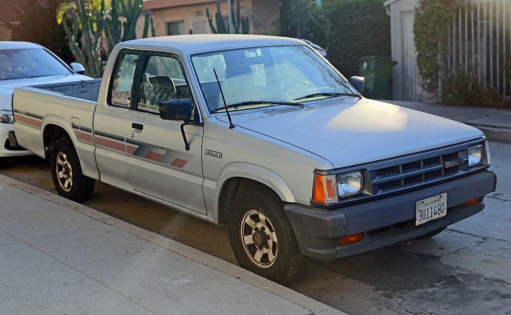 1024px-1989_Mazda_B2200_Cab_Plus_2WD,_fr