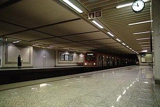 Line 2 (Athens Metro) - Image: 20100215 Athens Central Alstom EMU