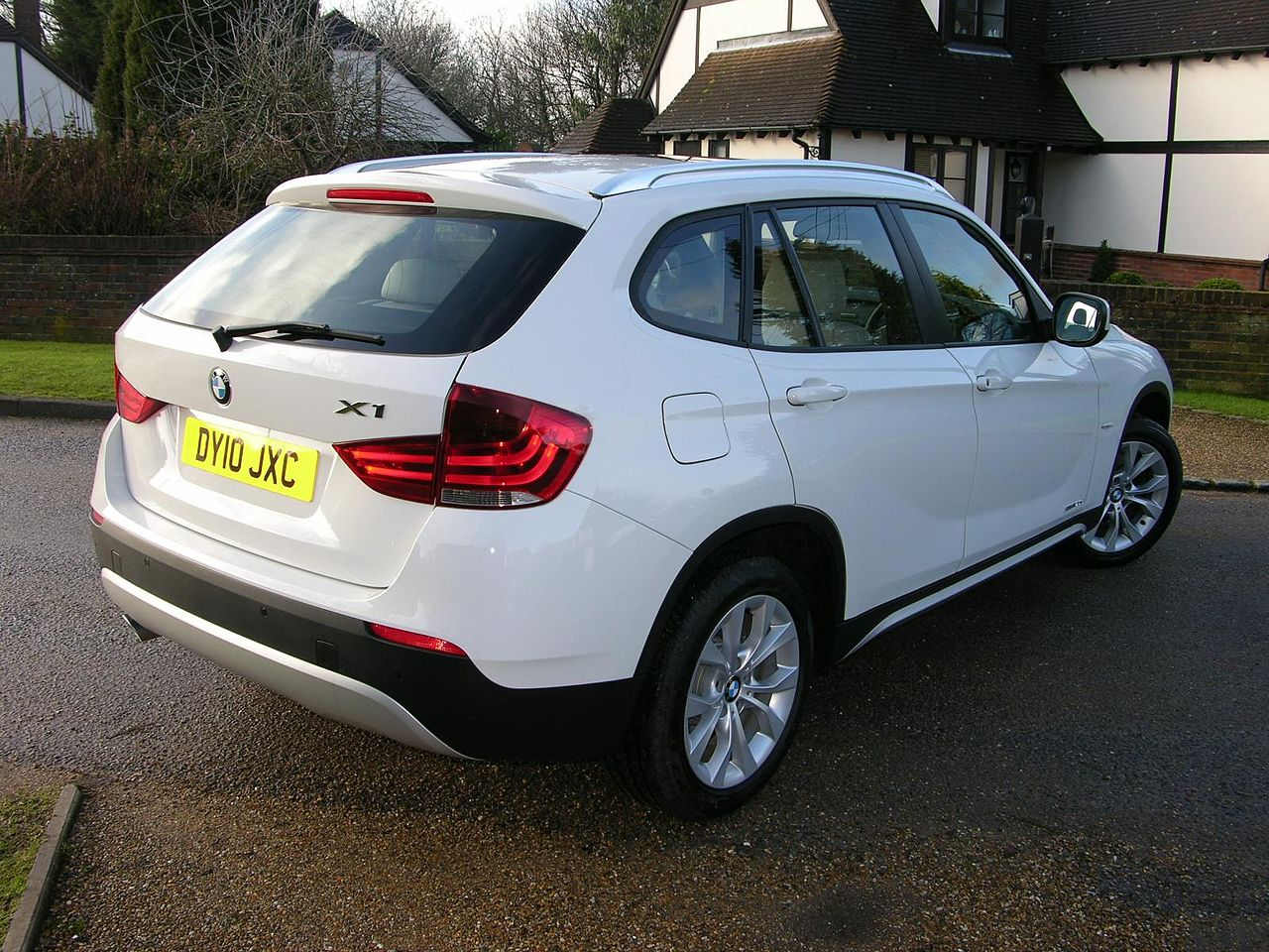 file 2010 bmw x1 sdrive se flickr the car spy 19 jpg wikimedia commons. Black Bedroom Furniture Sets. Home Design Ideas
