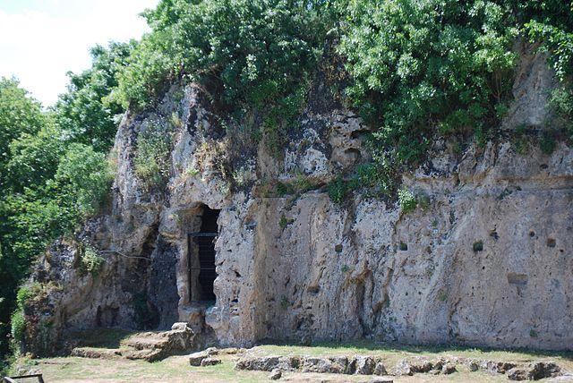 Нимфейон в г. Миеза, место, где Аристотель преподавал Александру Македонскому