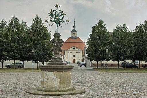 250-OranienbaumBlickMarktplatzRundkirche-2857