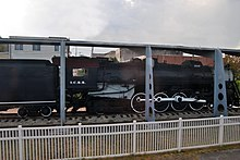 A sideview of a black locomotive