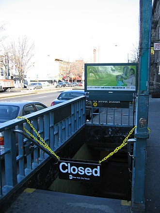 2005 New York City transit strike - A closed entrance to the 45th Street station on the BMT Fourth Avenue Line in Sunset Park, Brooklyn.