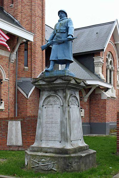 Monument aux Morts - Au chevet de l'église Saint-Amand, rue du Pont, 59 Frelinghien
