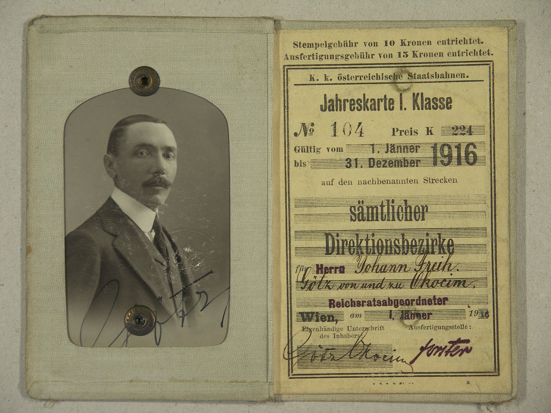AGAD Legitymacja kolejowa Jana Götza Okocimskiego.JPG
