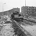 Aanleg en verbeteren van wegen, dijken en spaarbekken, stabilisatie, arbeiders, , Bestanddeelnr 161-1208.jpg