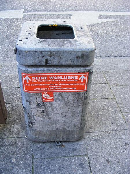 File:Abfalleimer als Wahlurne.JPG