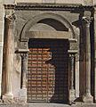 Aix-en-Provence - Cathédrale Saint-Sauveur - Portail de la façade de l'église romane.JPG
