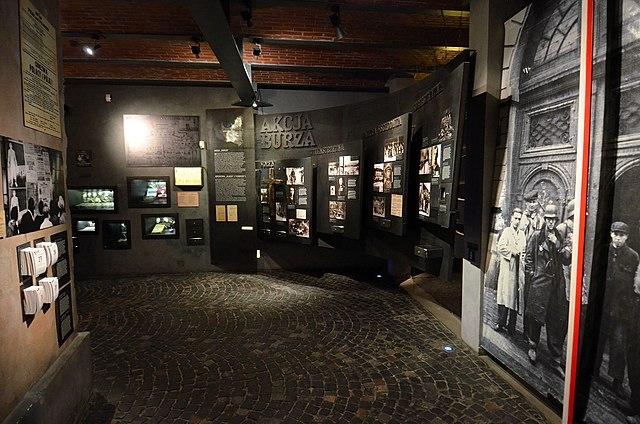 Intérieur du musée de l'insurrection de Varsovie