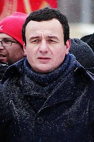 Albin Kurti - Image: Albin Kurti duke protestuar (2)
