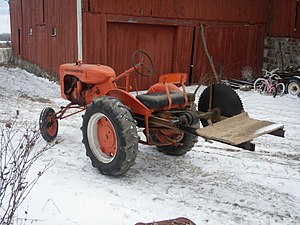 Allis-Chalmers Model B - A Model B with a sawmill-style buzz saw.