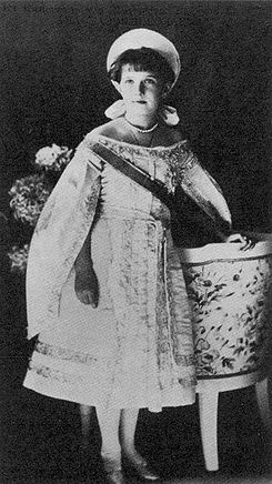 Anastasia in court gown 1910.2.jpg