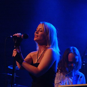 Anniemal - Annie performing at BIT Teatergarasjen for Bergenfest in May 2005