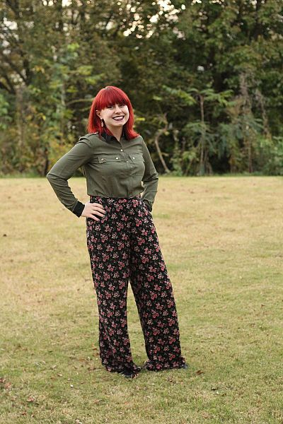 File:Army Green Button Down Top with Black Floral Wide Legged Pants (23026754926).jpg