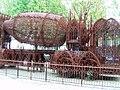 Bétonnière, sculpture de Wim Delvoye, Bruxelles.jpg