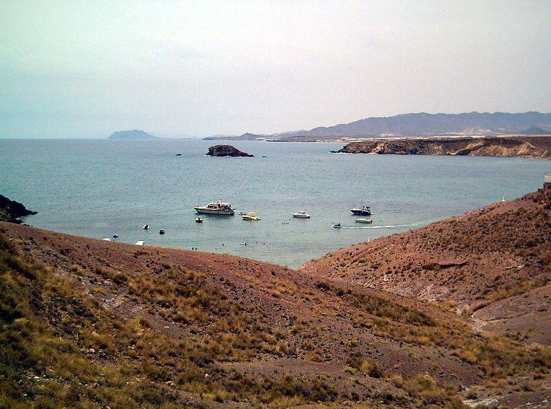 File:Bahía de Mazarrón desde la playa del Rincón en la punta de Cueva de los Lobos.jpg