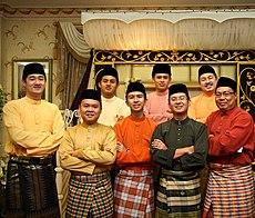 Férfiak hagyományos öltözetben