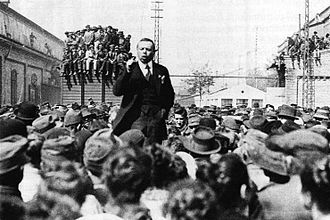 Marxism–Leninism - Hungarian Soviet Republic leader Béla Kun addressing a crowd of supporters during the Hungarian Revolution of 1919