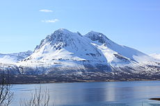 Bentsjordtinden from Kvaløya.jpg