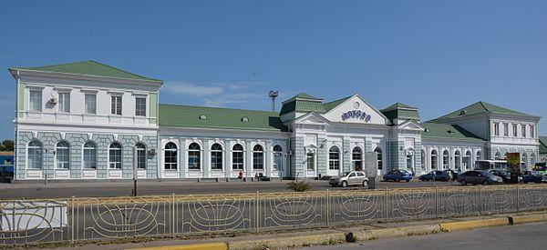 Залізничний вокзал у Бердянську. Вид з боку міста © Наталія Шестакова, CC-BY-SA 4.0