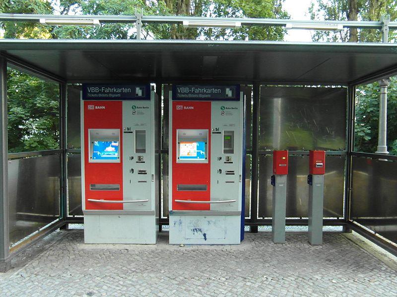 File:Berlin - S-Bahnhof Karl-Bonhoffer-Nervenklinik (7817232124).jpg