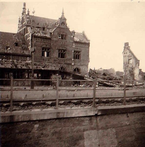 File:Beschädigte Gebäude 1940.jpg