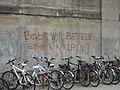 Bevor wir betteln gehn wir klaun - Graffiti am Bahnhof Celle.jpg