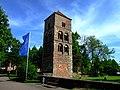 Blick auf den Katharinen- bzw. Glockenturm vor der Stiftsruine - panoramio.jpg