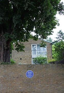 Photo of Michael Ventris blue plaque