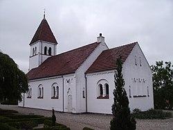 Broholm Kirke fra nordvest.jpg
