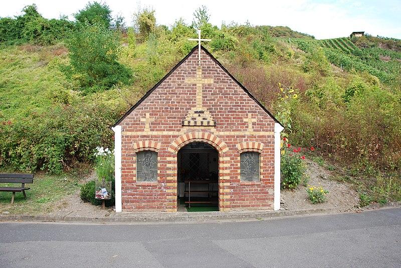 File:Bullay Wegekapelle im Tal.JPG