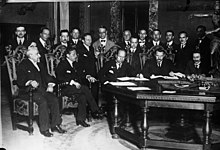 Mussolini e una delegazione russa presso l'attuale sala del Consiglio dei ministri