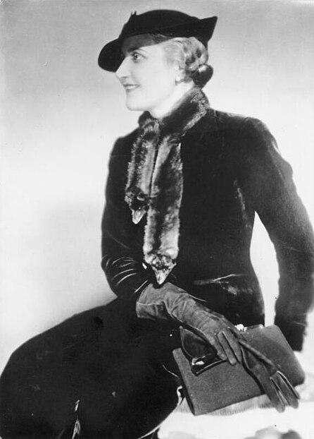 """magda goebbels Johannna maria magdalena """"magda"""" goebbles (berlim, 11 de novembro de 1901 — berlim, 1 de maio de 1945) foi a esposa do ministro da propaganda da alemanha nazista joseph goebbels."""
