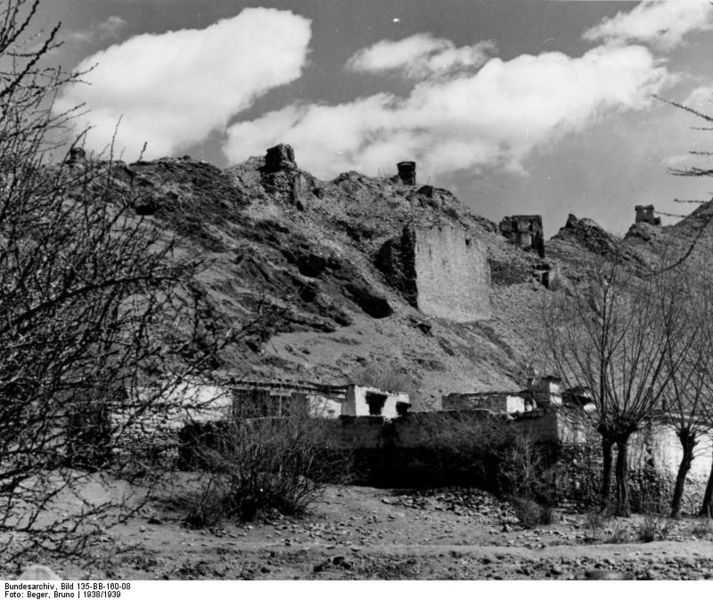 File:Bundesarchiv Bild 135-BB-160-08, Tibetexpedition, Ruine Jalung Podrang.jpg