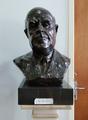 Busto do Professor Marck Athias (Instituto Português de Oncologia).png