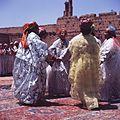 COLLECTIE TROPENMUSEUM Dansgroep uit Ouarzazate tijdens het nationaal folklore festival te Marrakech TMnr 20017664.jpg