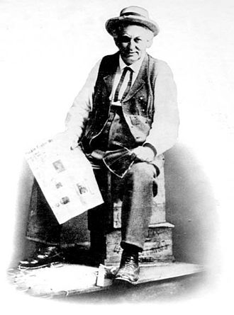 Comedy album - Cal Stewart released comedy albums as early as 1898.