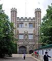 Cambridge Trinity College Great Gate 2011.jpg