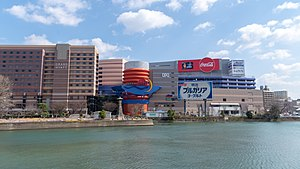 那珂川河畔のキャナルシティ博多