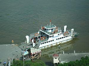 Car ferry on Saigon river.jpg
