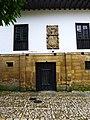 Casa de la Cueva. Blasón.jpg