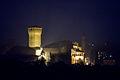 Castello di Levizzano Rangone visto da via Sapiana di notte ver1.jpg