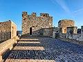 Castello di Roseto Capo Spulico (cortile).jpg