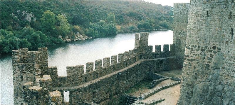File:Castelo-de-Almourol vista-rio.jpg