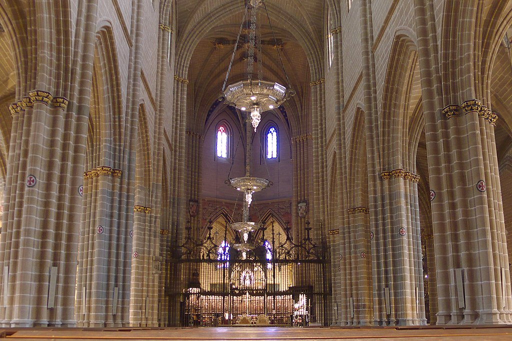 File:Catedral de Pamplona (s. XV). Interior.jpg - Wikimedia Commons